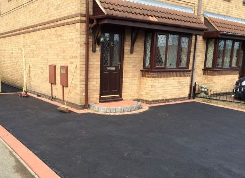 project for tarmac driveways in oxford - tarmac runs from the road clockwise around the house